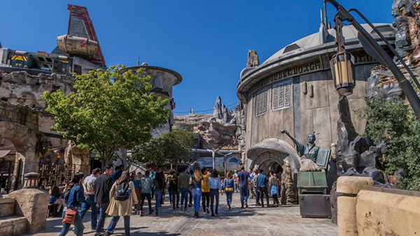 Disney Parks - Star Wars: Galaxy's Edge Featured Image